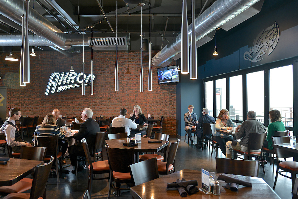 Guests dining at The Game Grill+Bar at Canal Park.