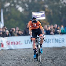 04-11-2018: Wielrennen: EK veldrijden: Rosmalen<br /> Mathieu van der Poel stuurt door het zand