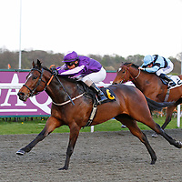 Howyadoingnotsobad and Raul Da Silva winning the 6.00 race