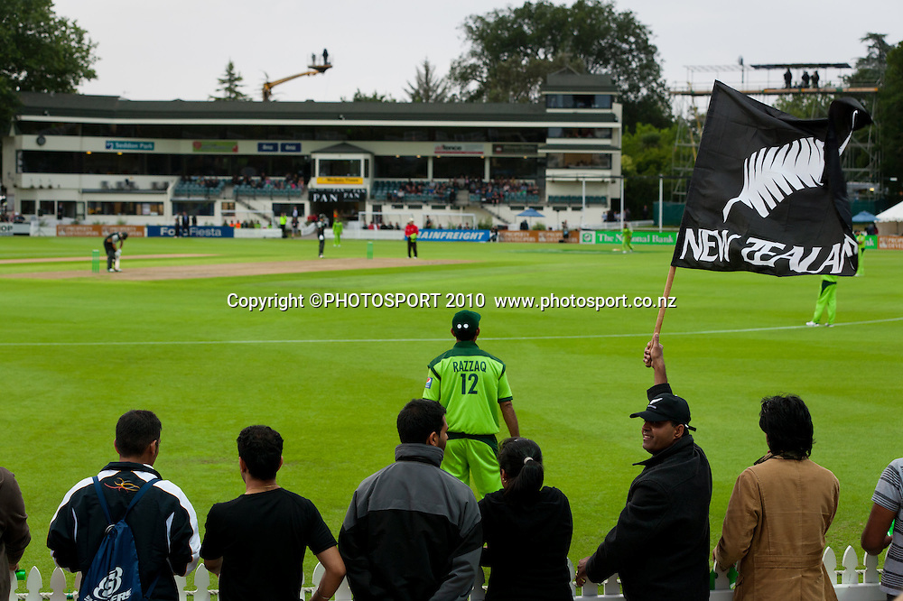Fans in the crowd, along the boundary with a New Zealand flag during New Zealand Black Caps v Pakistan, Match 2, won by NZ by 39 runs. Twenty 20 Cricket match at Seddon Park, Hamilton, New Zealand. Tuesday 28 December 2010. . Photo: Stephen Barker/PHOTOSPORT
