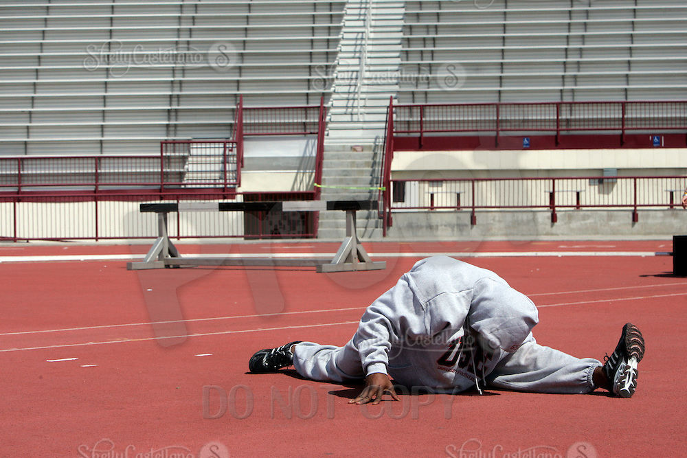 2 April 2006:  OH Reggie Bush does the splits while warming up before participating at pro-day timing workout by pro football teams at NFL pro-timing day at USC college campus in Los Angeles, CA.