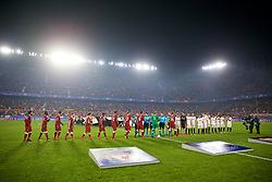 SEVILLE, SPAIN - Tuesday, November 21, 2017: Liverpool and Sevilla players shake hands before the UEFA Champions League Group E match between Sevilla FC and Liverpool FC at the Estadio Ramón Sánchez Pizjuán. (Pic by David Rawcliffe/Propaganda)