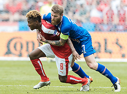 22.06.2016, Stade de France, St. Denis, FRA, UEFA Euro 2016, Island vs Oesterreich, Gruppe F, im Bild David Alaba (AUT), Johann Gudmundsson (ISL) // David Alaba (AUT) Johann Gudmundsson (ISL) during Group F match between Iceland and Austria of the UEFA EURO 2016 France at the Stade de France in St. Denis, France on 2016/06/22. EXPA Pictures © 2016, PhotoCredit: EXPA/ JFK