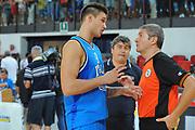DESCRIZIONE : Rimini Trofeo Tassoni Italia Polonia Italy Poland<br /> GIOCATORE : Danilo Gallinari Luigi Lamonica<br /> CATEGORIA : ritratto referee arbitro<br /> SQUADRA : Nazionale Italia Uomini <br /> EVENTO : Trofeo Tassoni<br /> GARA : Italia Polonia<br /> DATA : 13/08/2011<br /> SPORT : Pallacanestro<br /> AUTORE : Agenzia Ciamillo-Castoria/GiulioCiamillo<br /> Galleria : Fip Nazionali 2011 <br /> Fotonotizia : Rimini Trofeo Tassoni Italia Polonia Italy Poland<br /> Predefinita :