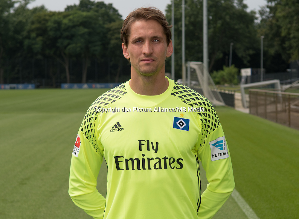 German Bundesliga - Season 2016/17 - Photocall Hamburger SV on 25 June 2016 in Hamburg, Germany: Goalkeeper Rene Adler. Photo: Axel Heimken/dpa | usage worldwide