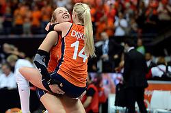03-10-2015 NED: Volleyball European Championship Semi Final Nederland - Turkije, Rotterdam<br /> Nederland verslaat Turkije in de halve finale met ruime cijfers 3-0 / Laura Dijkema #14, Femke Stoltenborg #2