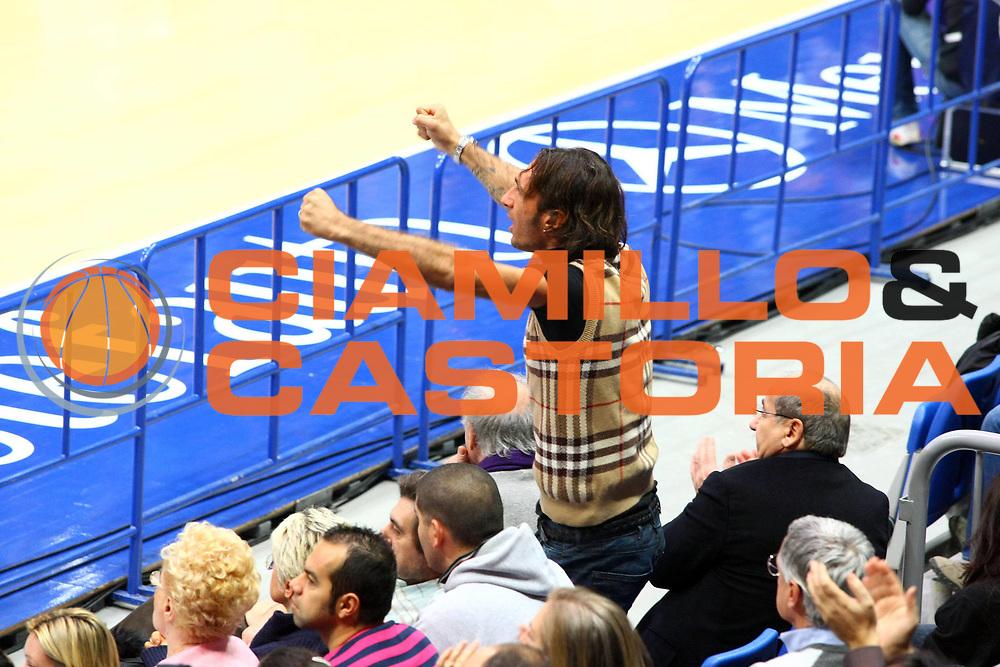 DESCRIZIONE : Bologna Lega A1 2008-09 Gmac Fortitudo Bologna Premiata Montegranaro<br /> GIOCATORE : Bazzani<br /> SQUADRA : Gmac Fortitudo Bologna<br /> EVENTO : Campionato Lega A1 2008-2009 <br /> GARA : Gmac Fortitudo Bologna Premiata Montegranaro<br /> DATA : 08/02/2009 <br /> CATEGORIA : tifo tifosi fan supporter esultanza<br /> SPORT : Pallacanestro <br /> AUTORE : Agenzia Ciamillo-Castoria/M.Minarelli