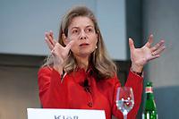 """01 DEC 2010, BERLIN/GERMANY:<br /> Susanne Kloess, Managing Director Capital Markets Europe, Africa, Latin America, Accenture, haelt einen Vortrag, Veranstaltung """"CAPITAL Gipfel Generation CEO 2010"""" zum Thema """"DIe Frauen, die Wirtschaft und die Quote"""", Hotel de Rome<br /> IMAGE: 20101201-02-010<br /> KEYWORDS: rede, speech, Susanne Klöß"""