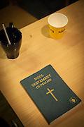 Rumensk utgave av Det nye testamentet. Fra Åpen kirke i Vår Frue kirke i Trondheim, som er drevet av Kirkens Bymisjon.