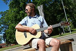 July 13, 2017 - LinköPing, Sweden - Tidigare ABBA-medlemmen och lÃ¥tskrivaren Björn Ulvaeus provsitter den nyligen installerade ''Björn och Benny-bänken'' i Linköping. Här möttes Björn och Benny för första gÃ¥ngen 1966 dÃ¥ deras respektive band ''Hootenanny Singers'' och ''Hep Stars'' var pÃ¥ turné. XPBE..2017-07-13..(c) Jeppe Gustafsson / IBL Bildbyrà (Credit Image: © Jeppe Gustafsson/IBL via ZUMA Press)