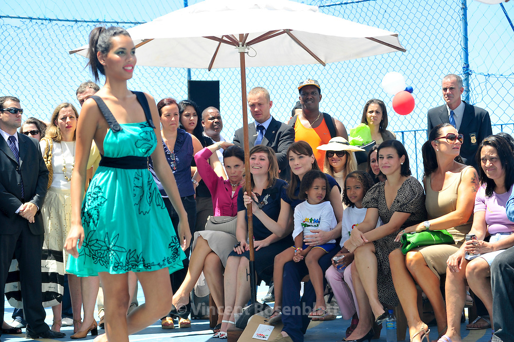 French first lady Carla Bruni visits Brazilian NGO for children care Criança Esperança, and assists to a fashion show of Moda Fusion , a French-Brazilian NGO, in the favela Pavao-Pavaozinho in Copacabana. On her right, Nadine Gonzales, the French creator of Moda Fusion.  On her left, Adriana Ancelmo, wife of Rio State governor, Sergio Cabral - and next to her the model Luiza Brunet...Carla Bruni Sarkozy visite l'ONG brésilienne Criança Esperança, aidant les enfants défavorisés, dans la favela Pavao-Pavaozinho, à Copacabana.  Elle assiste ensuite à un défilé de mode de l'ONG franco-brésilienne Moda Fusion.  A sa droite, la directrice de Moda fusion, Nadine Gonzales. A sa gauche, Adriana Ancelmo, épouse de Sergio Cabral, le gouverneur de l'état de Rio de Janeiro - et à côté d'elle, la modèle Luiza Brunet.