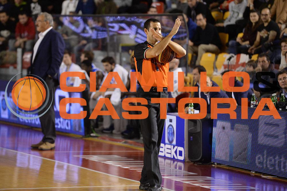 DESCRIZIONE : Campionato 2013/14 Acea Virtus Roma - Dinamo Banco di Sardegna Sassari<br /> GIOCATORE : Roberto Begnis<br /> CATEGORIA : Arbitro Referee<br /> SQUADRA : AIAP<br /> EVENTO : LegaBasket Serie A Beko 2013/2014<br /> GARA : Acea Virtus Roma - Dinamo Banco di Sardegna Sassari<br /> DATA : 26/12/2013<br /> SPORT : Pallacanestro <br /> AUTORE : Agenzia Ciamillo-Castoria / GiulioCiamillo<br /> Galleria : LegaBasket Serie A Beko 2013/2014<br /> Fotonotizia : Campionato 2013/14 Acea Virtus Roma - Dinamo Banco di Sardegna Sassari<br /> Predefinita :