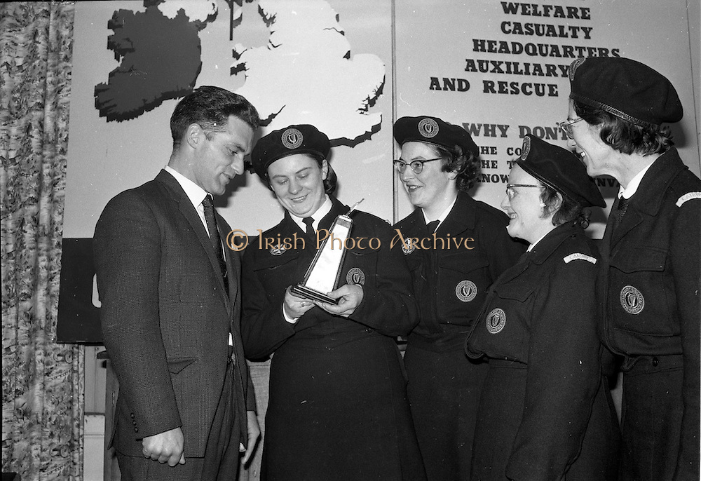31/03/1963<br /> 03/31/1963<br /> 31 March 1963<br /> Civil Defence Competitions at Jervis Street Hospital, Dublin sponsored by W.D. & H.O. Wills Ltd., for the Gold Flake Trophy. Picture shows (l-r): Instructor Steve Donoghue with winning team members Miss Frances Todd; Miss Carmel Doyle; Mrs F. Brierton and Miss Eithne McManus.