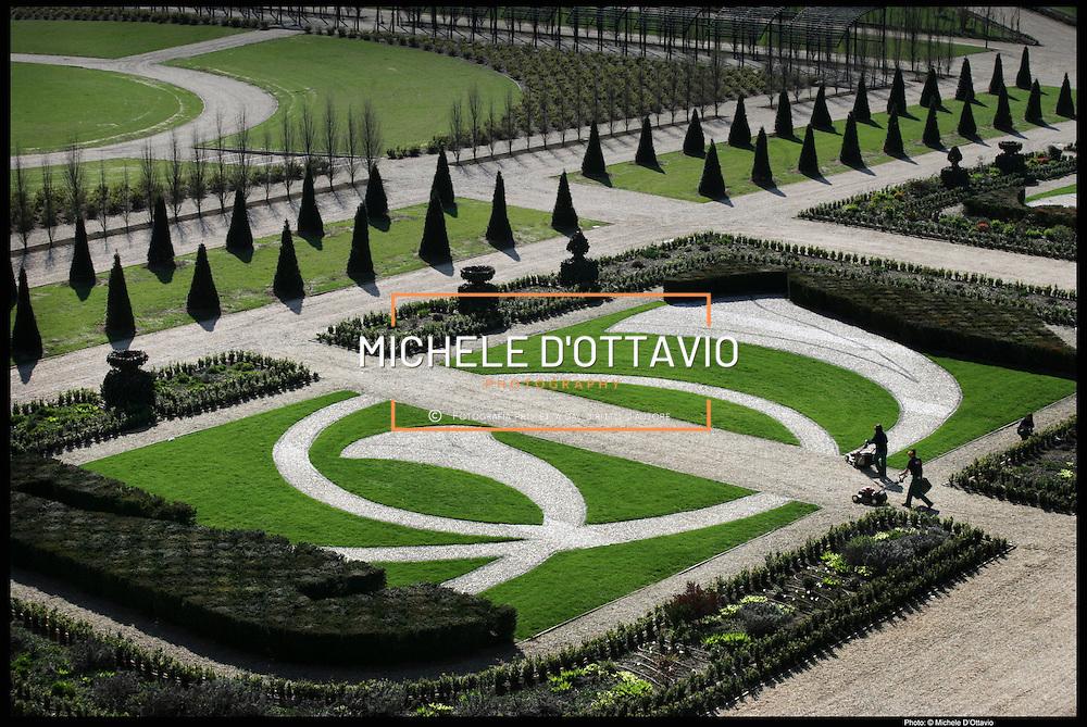 I giardini all'inglese della Reggia di Venaria  composti da centinaia di aiuole fiorite, boschetti e zone adibite a frutteto