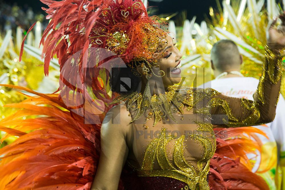 SAO PAULO, SP, 10.02.2018 - CARNAVAL-SP - Andreia Gomes, madrinha de bateria da Tom Maior de samba Tom Maior durante desfile de Carnaval do Sambodromo do Anhembi na cidade de Sao Paulo neste sábado,10. (Foto: Patrícia Devoraes/Brazil Photo Press)