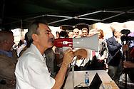 Roma 14 Luglio 2010.Il quotidiano comunista Il Manifesto per protesta contro i tagli all'editoria della manovra finanziaria e la legge sulle intercettazioni, ha tenuto davanti al palazzo della Camera, la quotidiana riunione di redazione..Rome 14 July 2010.TheRoma 14 Luglio 2010.Il quotidiano comunista Il Manifesto per protesta contro i tagli all'editoria della manovra finanziaria e la legge sulle intercettazioni, ha tenuto davanti al palazzo della Camera, la quotidiana riunione di redazione..Tommaso Di Francesco,.Rome 14 July 2010.The Communist daily Il Manifesto in protest against cuts to publishing the financial maneuver and the law on wiretapping, have held in front of the palace of the House, the daily editorial meeting. daily Il Manifesto in protest against cuts to publishing the financial maneuver and the law on wiretapping, have held in front of the palace of the House, the daily editorial meeting.