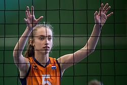 30-03-2018 NED: Nederland - Wit Rusland, Arnhem<br /> De Nederlandse volleybal meisjes jeugd spelen hun eerste oefeninterland op Papendal in Arnhem tegen Wit Rusland en wonnen met 3-0 / Annika de Goede #5
