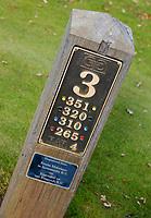 WASSENAAR  (NETH.) - Hole bord/ paal , hole 3.  Golfclub Groendael in Wassenaar. COPYRIGHT KOEN SUYK