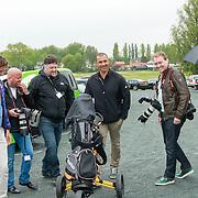 NLD/Badhoevedorp/20130516 - Charity Challenge Deloitte Ladies Open 2013, Ruud Gullit met Dennis van Tellingen, Ferry de Kok, Reni van Maren en Edwin Smulders
