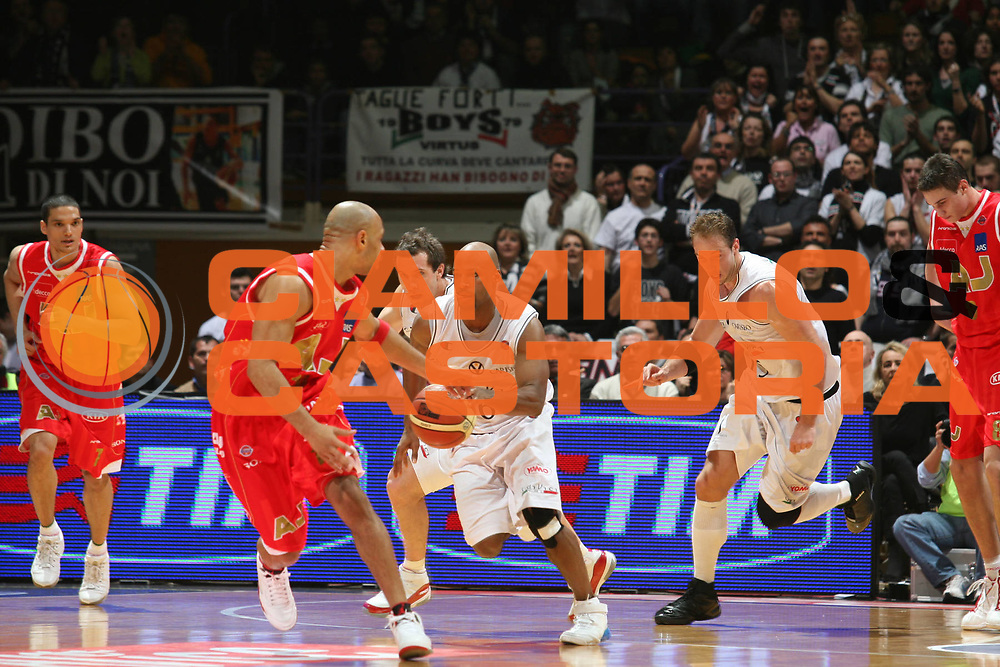 DESCRIZIONE : Bologna Coppa Italia 2006-07 Semifinale VidiVici Virtus Bologna Armani Jeans Milano<br /> GIOCATORE : Best<br /> SQUADRA : VidiVici Virtus Bologna<br /> EVENTO : Campionato Lega A1 2006-2007 Tim Cup Final Eight Coppa Italia Semifinale<br /> GARA : VidiVici Virtus Bologna Armani Jeans Milano<br /> DATA : 10/02/2007<br /> CATEGORIA : Palleggio<br /> SPORT : Pallacanestro <br /> AUTORE : Agenzia Ciamillo-Castoria/S.Ceretti