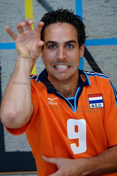 12-05-2005 VOLLEYBAL: TEAMPRESENTATIE: AMSTELVEEN<br /> Jeroen Trommel<br /> ©2005-WWW.FOTOHOOGENDOORN