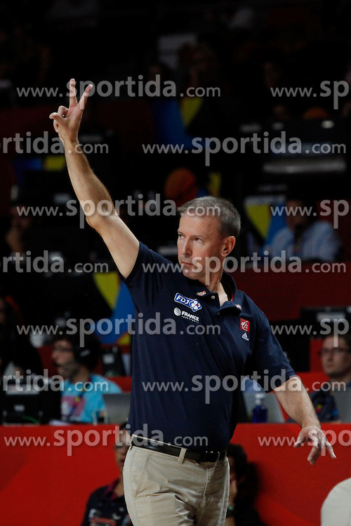 10.09.2014, Palacio de los deportes, Madrid, ESP, FIBA WM, Frankreich vs Spanien, Viertelfinale, im Bild France´s coach Vincent Collet // during FIBA Basketball World Cup Spain 2014 Quarter-Final match between France and Spain at the Palacio de los deportes in Madrid, Spain on 2014/09/10. EXPA Pictures © 2014, PhotoCredit: EXPA/ Alterphotos/ Victor Blanco<br /> <br /> *****ATTENTION - OUT of ESP, SUI*****