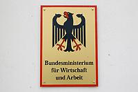 """08 SEP 2003, BERLIN/GERMANY:<br /> Schild """"Bundesministerium fuer Wirtschaft und Arbeit"""" mit Bundesadler<br /> IMAGE: 20030908-01-079<br /> KEYWORDS: Schild, sign, Adler, Ministerium"""
