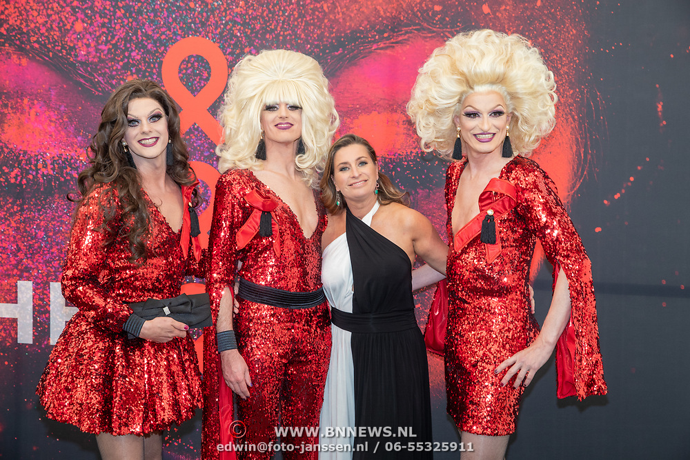 NLD/Amsterdam/201905225 - Amsterdamdiner 2019, Sacha de Boer met enkele travestieten