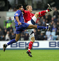 Fotball<br /> England 2004/05<br /> Championship<br /> Millwall v Nottingham Forest<br /> 3. oktober 2004<br /> Foto: Digitalsport<br /> NORWAY ONLY<br /> Millwall's Paul Ifill and Forest's Jon Olav Hjelde go for the ball