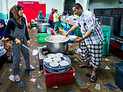 14 JUNE 2017 - BANGKOK, THAILAND: Members of Masjid Hidayatun Islam prepare Iftar meals. Iftar is the evening meal when Muslims end their daily Ramadan fast at sunset. Iftar is a communal event at Masjid Hidayatun Islam and more than a hundred people usually attend the meal.      PHOTO BY JACK KURTZ