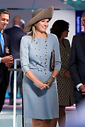 Koningin Maxima opent nieuw Bezoekerscentrum DNB ( De Nederlandse Bank ) . Het bezoekerscentrum draagt bij aan de financiele educatie van jongeren. <br /> <br /> Queen Maxima opens new Visitor Centre DNB (the Dutch Central Bank). The visitor center will contribute to the financial education of young people.<br /> <br /> Op de foto:  Koningin Maxima krijgt een rondleiding door het nieuwe bezoekerscentrum van De Nederlandsche Bank (DNB)<br /> <br /> Queen Maxima gets a tour of the new visitor center of De Nederlandsche Bank (DNB)