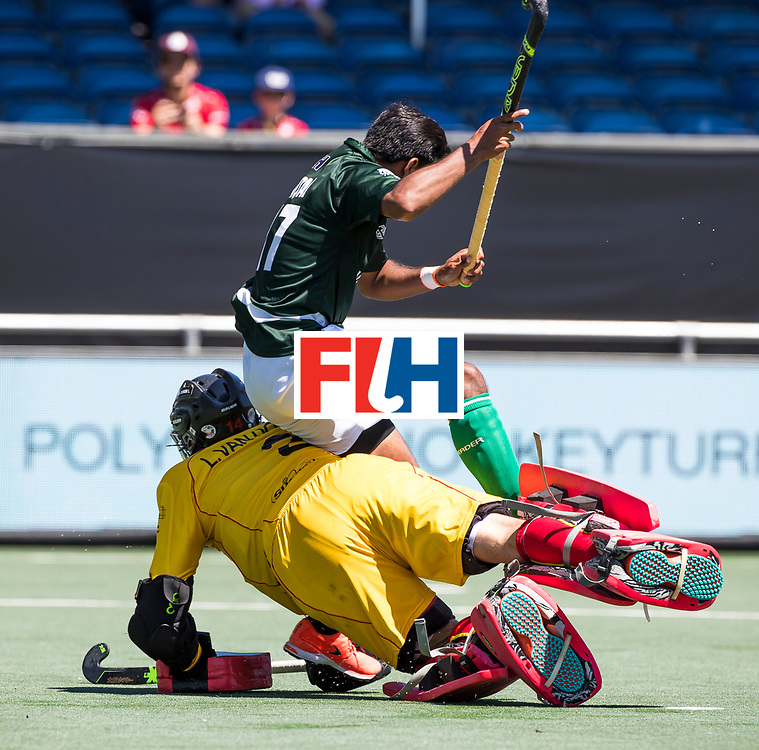 BREDA - keeper Loic van Doren (Bel) stopt Shafqat Rasool (Pak) tijdens de shoot outs.  Belgie-Pakistan om de 5e plaats COPYRIGHT  KOEN SUYK