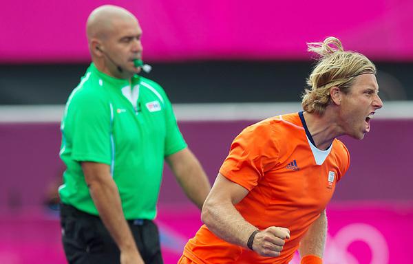 LONDON - Olympische Spelen 2012.men match.Netherlands v New Zealand .foto: Roderick Weusthof  maakt gelijk met een penaltystroke..FFU PRESS AGENCY COPYRIGHT FRANK UIJLENBROEK.
