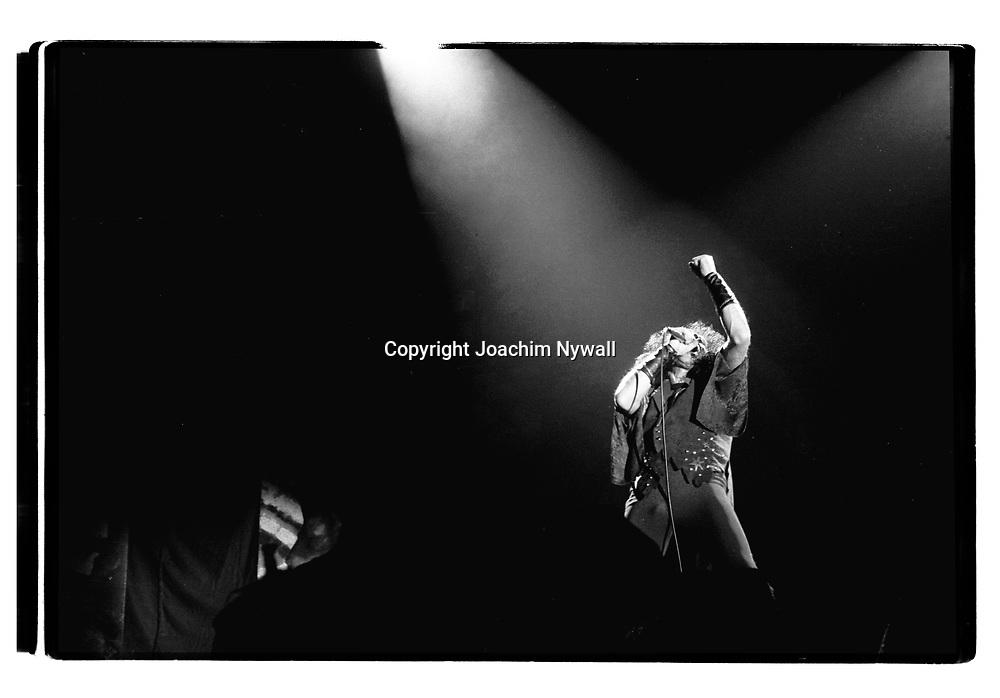 G&ouml;teborg  19860418 Scandinavium<br /> Dio<br /> Ronnie James Dio Vocals<br /> <br /> FOTO JOACHIM NYWALL KOD0708840825<br /> COPYRIGHT JOACHIMNYWALL:SE<br /> <br /> ****BETALBILD****<br />  <br /> Redovisas till: Joachim Nywall<br /> Strandgatan 30<br /> 461 31 Trollh&auml;ttan<br />  Prislista: BLF, om ej annat avtalats