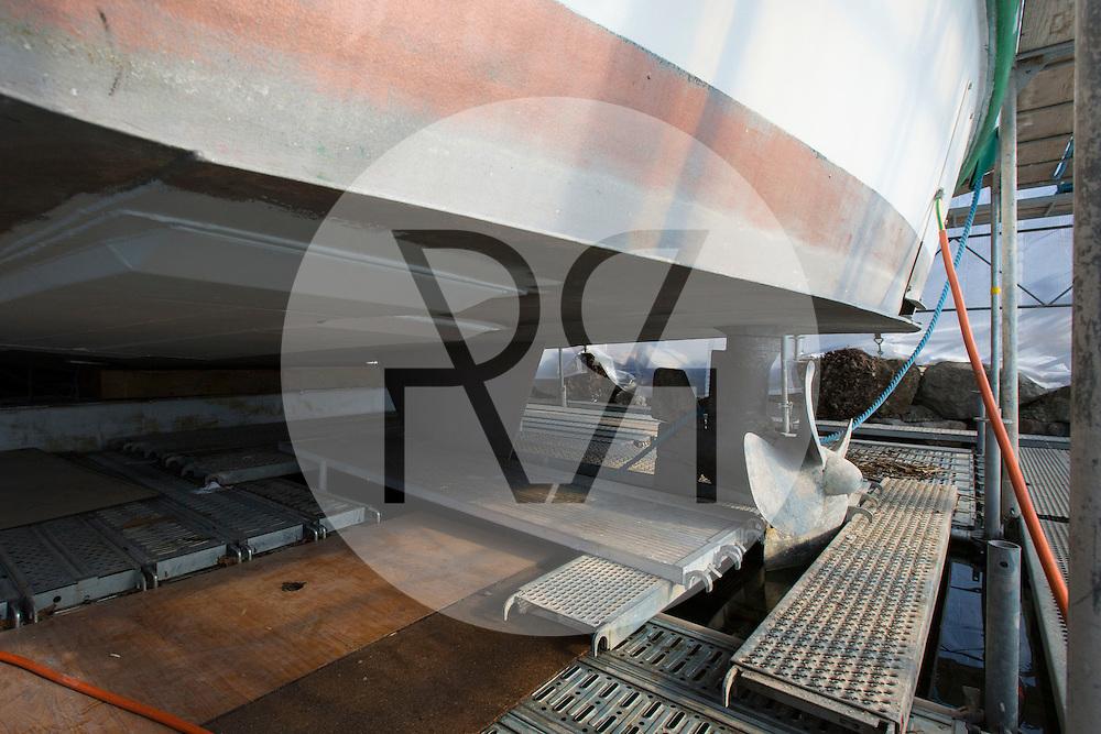 SCHWEIZ - MEISTERSCHWANDEN - Das Flaggschiff MS Brestenberg wurde über den Winter aus dem Wasser genommen und Renoviert. Hier die Schiffsschraube. - 10. Februar 2015 © Raphael Hünerfauth - http://huenerfauth.ch