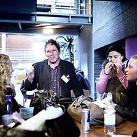 Nederland, Haarlem , 15 februari 2011..Studenten van InHolland spreken met statenleden, die campagne voeren zoals hier VVD lijsttrekker Jos de Wit..Foto:Jean-Pierre Jans