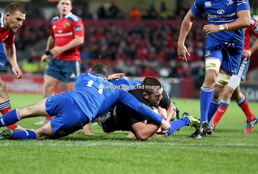 Guinness PRO12, Thomond Park, Limerick 26/12/2014<br /> Munster vs Leinster<br /> Munster&rsquo;s CJ Stander scores a try after losing his jersey<br /> Mandatory Credit &copy;INPHO/Billy Stickland