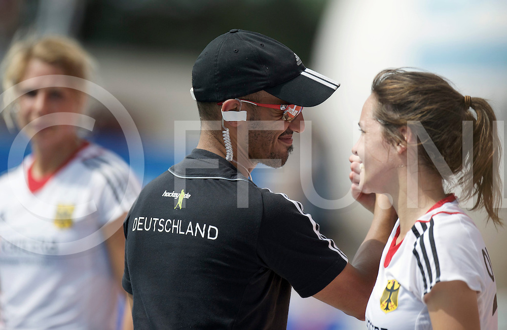 TUCUMAN - Hock World League round 4 Women<br /> 21 Korea v Germany (7 / 8)<br /> foto: Jamilon Mulders and Marie MAvers after the match Eileen Hoffmann links.<br /> FFU PRESS AGENCY COPYRIGHT FRANK UIJLENBROEK