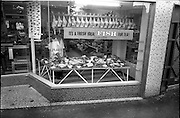 07/10/1964<br /> 10/07/1964<br /> 07 October 1964<br /> Charlie Morton's Fish Shop at Dunville Avenue, Ranelagh, Dublin. exterior view of window display.