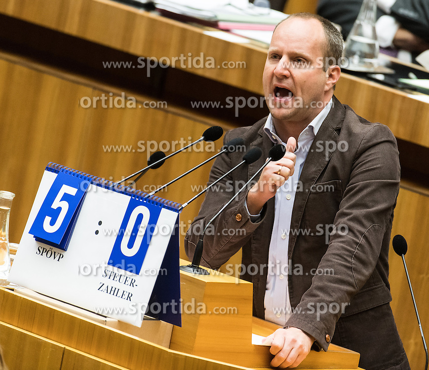 13.10.2016, Parlament, Wien, AUT, Parlament, Nationalratssitzung, Sitzung des Nationalrates mit Generaldebatte über das Bundesfinanzgesetz 2017, im Bild Klubobmann NEOS Matthias Strolz // Leader of the Parliamentary Group NEOS Matthias Strolz during meeting of the National Council of austria according to government budget 2017 at austrian parliament in Vienna, Austria on 2016/10/13, EXPA Pictures © 2016, PhotoCredit: EXPA/ Michael Gruber