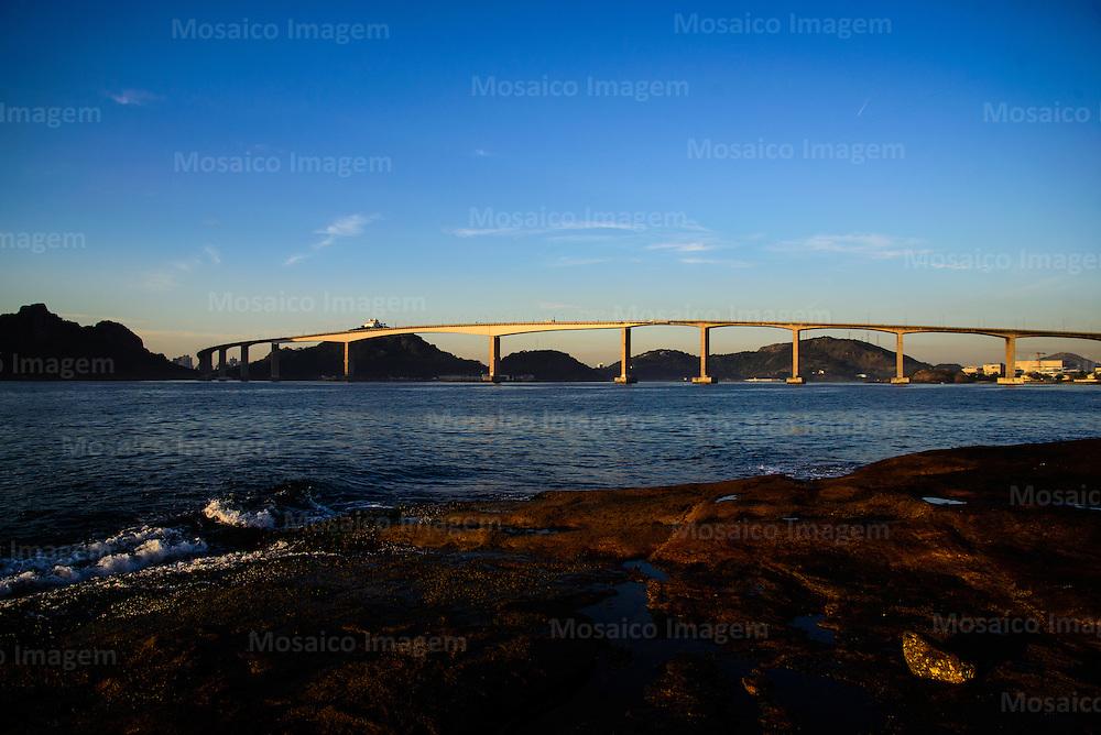 Brasil - Espirito Santo - Vitoria - Vista da Terceira Ponte ao amanhecer - Foto: Gabriel Lordello/ Mosaico Imagem