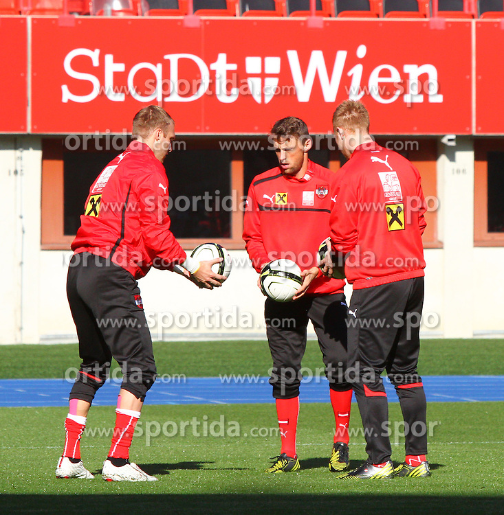 14.10.2012, Ernst Happel Stadion, Wien, AUT, FIFA WM Qualifikation, Oesterreich vs Kasachstan, Training Oesterreich, im Bild Robert Almer (AUT), Christian Gratzei (AUT) und Lukas Koenigshofer (AUT)// during an Austrian practice session for the FIFA World Cup Qualifier Match between Austria (AUT) and Kazakhstan (KAZ) at the Ernst Happel Stadion, Vienna, Austria on 2012/10/14. EXPA Pictures © 2012, PhotoCredit: EXPA/ Sebastian Pucher