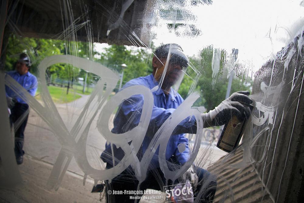 nettoyage de graffitis.entretien: Marco Rosas 35715 et .Pierre Giodani 36334.  station Pre?fontaine