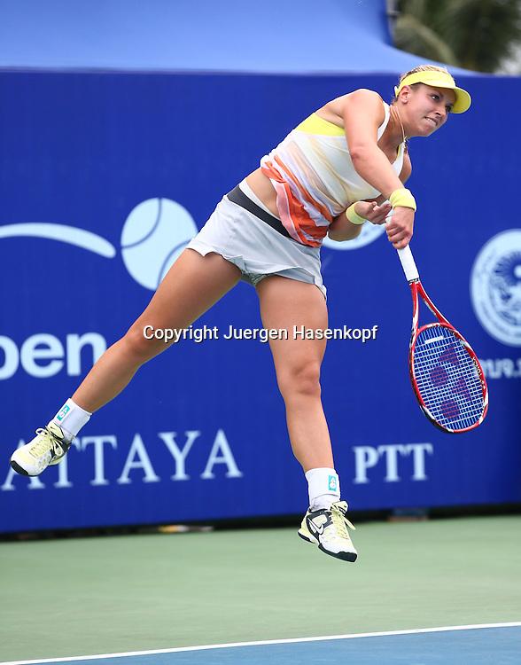 PTT Pattaya Open 2013,WTA Tennis Turnier,. International Series, Dusit Resort in Pattaya,Thailand ,Sabine Lisicki (GER),.Aktion,Aufschlag,Einzelbild,Ganzkoerper,Hochformat,