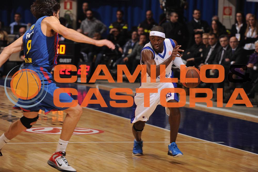 DESCRIZIONE : Desio Eurolega 2011-12 Bennet Cantu FC Barcelona Regal<br /> GIOCATORE : Doron Perkins<br /> CATEGORIA : palleggio<br /> SQUADRA : Bennet Cantu<br /> EVENTO : Eurolega 2011-2012<br /> GARA : Bennet Cantu FC Barcelona Regal<br /> DATA : 23/02/2012<br /> SPORT : Pallacanestro <br /> AUTORE : Agenzia Ciamillo-Castoria/GiulioCiamillo<br /> Galleria : Eurolega 2011-2012<br /> Fotonotizia : Desio Eurolega 2011-12 Bennet Cantu FC Barcelona Regal<br /> Predefinita :