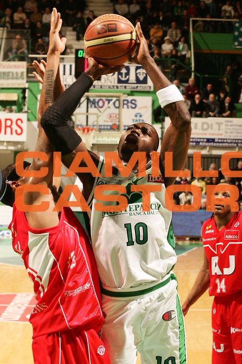DESCRIZIONE : Siena Lega A1 2008-09 Montepaschi Siena Armani Jeans Milano<br /> GIOCATORE : Romain Sato<br /> SQUADRA : Montepaschi Siena<br /> EVENTO : Campionato Lega A1 2008-2009 <br /> GARA : Montepaschi Siena Armani Jeans Milano<br /> DATA : 18/01/2009 <br /> CATEGORIA : tiro<br /> SPORT : Pallacanestro <br /> AUTORE : Agenzia Ciamillo-Castoria/P.Lazzeroni<br /> Galleria : Lega Basket A1 2008-2009 <br /> Fotonotizia : Siena Campionato Italiano Lega A1 2008-2009 Montepaschi Siena Armani Jeans Milano<br /> Predefinita :