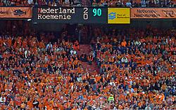 04-06-2005 VOETBAL: NEDERLAND-ROEMENIE: ROTTERDAM <br /> Het Nederlands elftal heeft weer een stap gezet richting het WK van volgend jaar in Duitsland. In Rotterdam werd Roemenië met 2-0 verslagen / Scorebord 2-0<br /> ©2005-WWW.FOTOHOOGENDOORN.NL