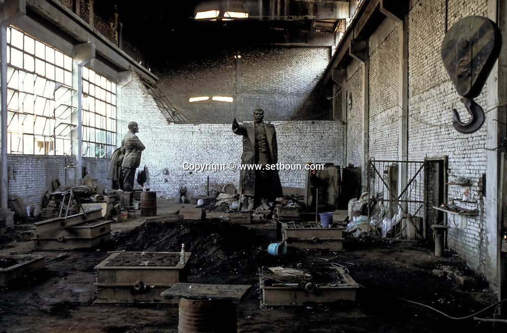 Albania. VLADIMIR METANI, ARTIST SCULPTOR , WORKING IN AN OLD FACTORY WITH STATUES OF LENINE , STALINE AND ENVER HOXHA  Tirana  Albania     /  le sculpteur Vladimir Metani dans son atelier ou sont remisees les statues de Staline / LENINE / HENVER HOXHA  Tirana  Albanie   /     L0009437  /    /  P118549