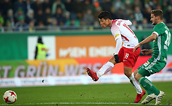 26.11.2017, Allianz Stadion, Wien, AUT, 1. FBL, SK Rapid Wien vs FC Red Bull Salzburg, 16. Runde, im Bild Hee Chan Hwang (FC Red Bull Salzburg) und Maximilian Hofmann (SK Rapid Wien) // during Austrian Football Bundesliga Match, 16th Round, between SK Rapid Vienna and FC Red Bull Salzburg at the Allianz Arena, Vienna, Austria on 2017/11/26. EXPA Pictures © 2017, PhotoCredit: EXPA/ Thomas Haumer