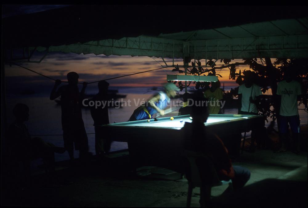 YOUNG MAN PLAYING BILLIARDS, ALONA BEACH, PANGLAO, BOHOL ISLAND, THE VISAYAS, THE PHILIPPINES
